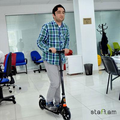 Joomager-ները գրասենյակում երբեմն այս scooter-ով են :)