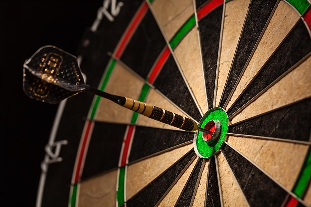 Closeup_Darts_Shooting_target_529036_1280x853