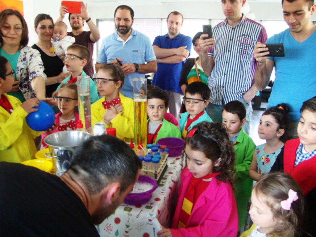 Հունիսի 1-ը Վեբբ Ֆոնտենի աշխատակիցների երեխաների համար