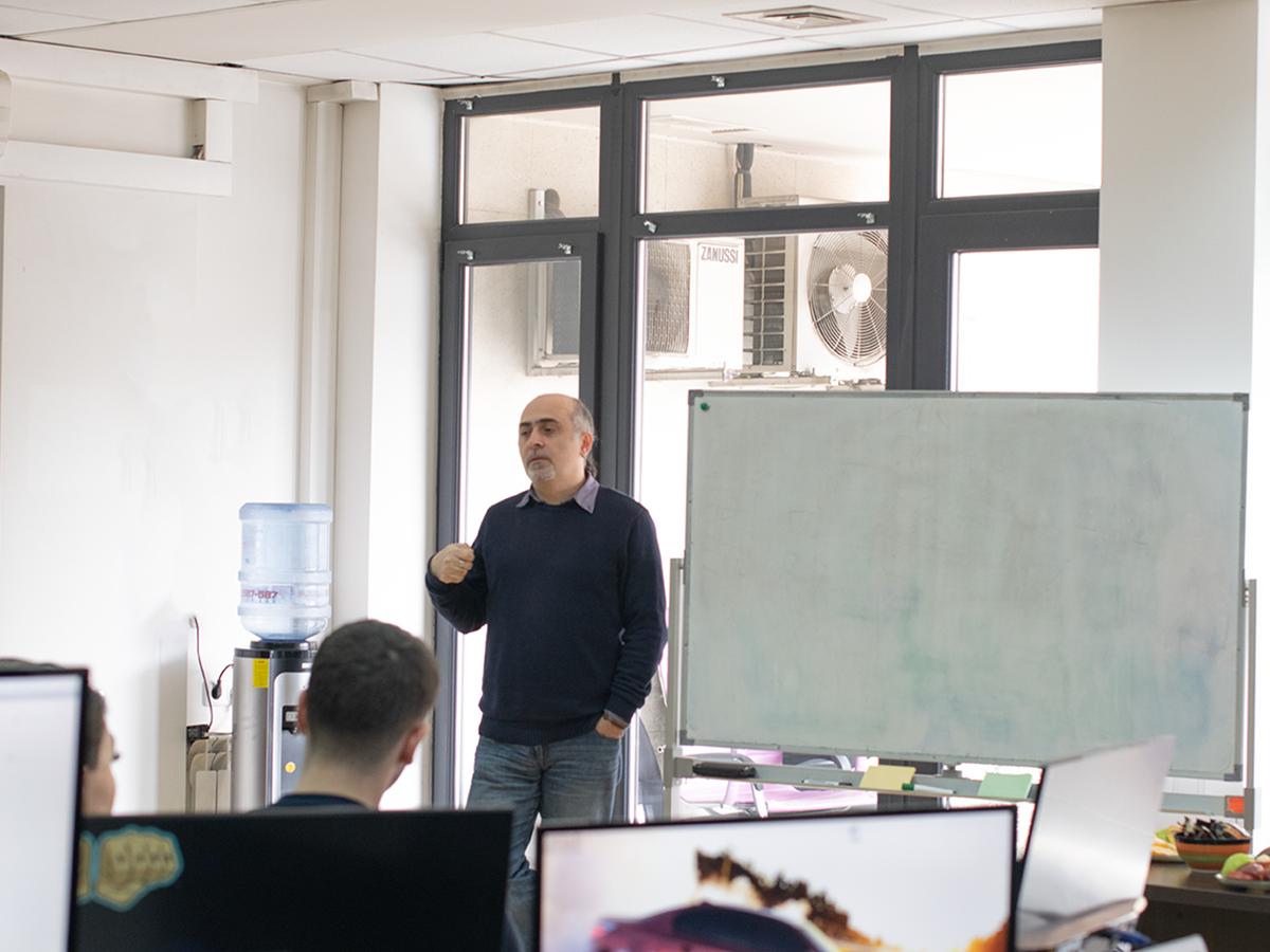 Տեղեկատվական անվտանգության և մեդիա փորձագետ Սամվել Մարտիրոսյանը Develandoo երևանյան գրասենյակում